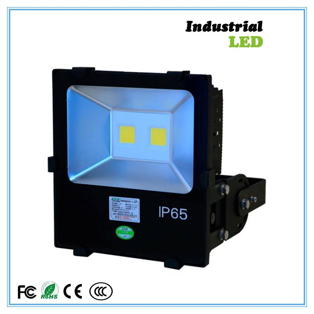 Improved maintenance-free outdoor flood light