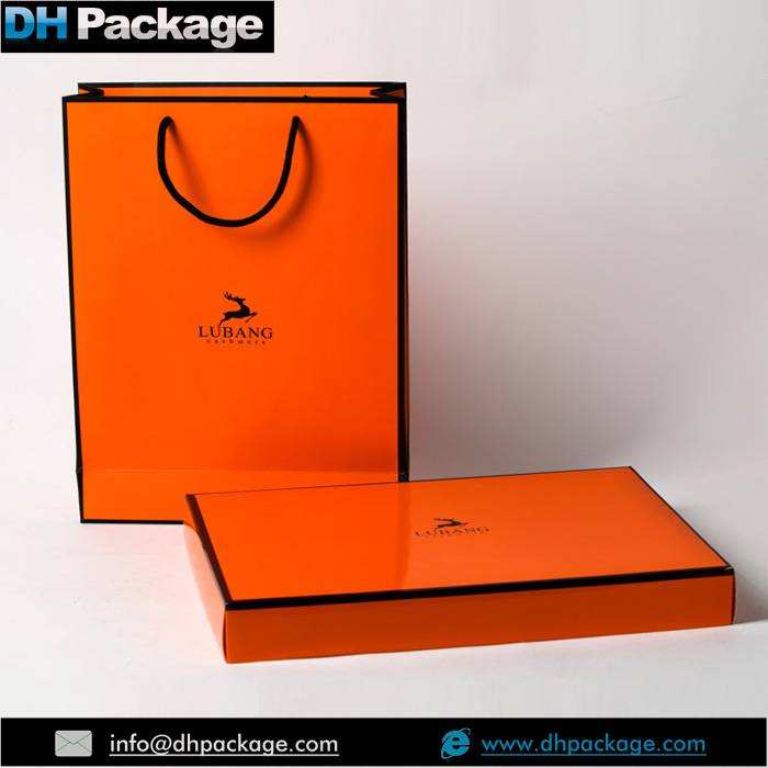 Custom Solid Printing Boutique Paper Shopping Bags in Bluk Cheap Price