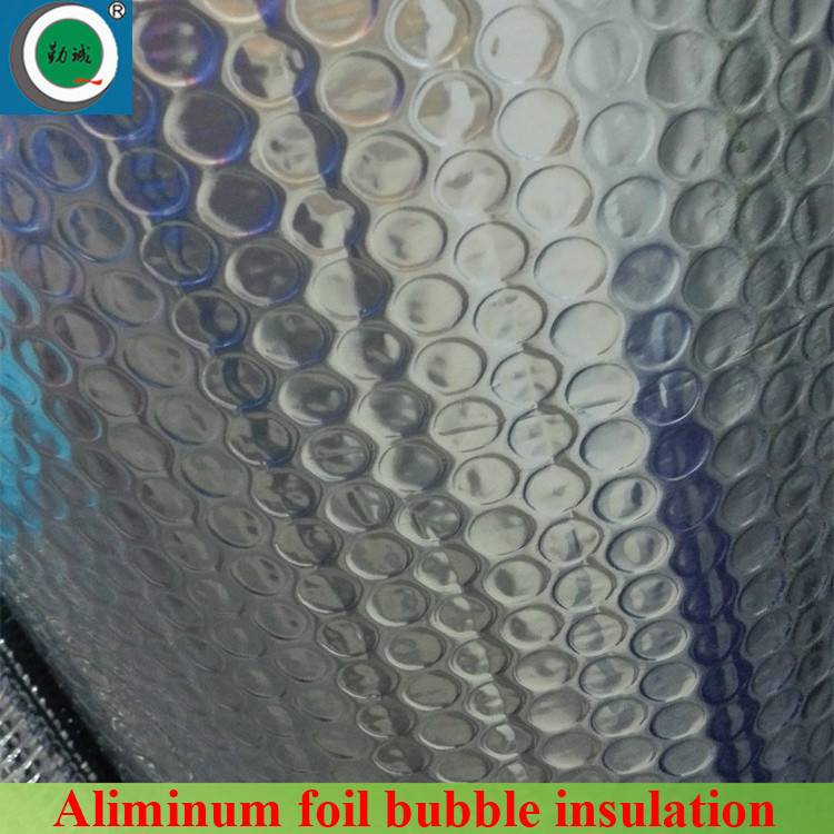 Bubble and aluminium foil hot water pipe insulation
