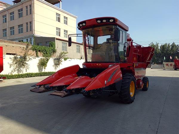 TR9988-3700 Self-propelled Corn Picker