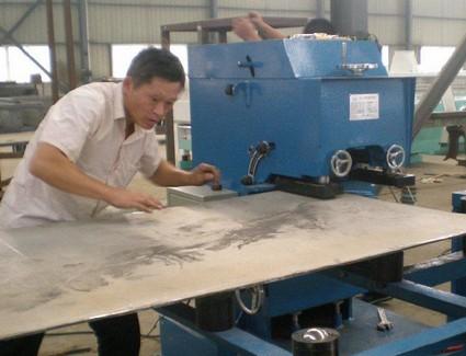 Rolling scissors groove machine for preparing steel plate groove