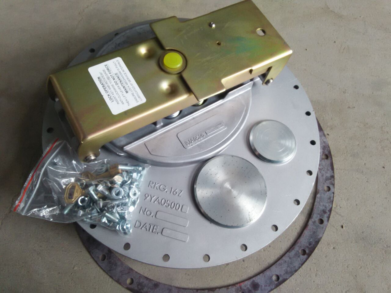 Truck manhole cover /bottom valve / water cannon / water pump / auto parts /spare parts/ vehicle