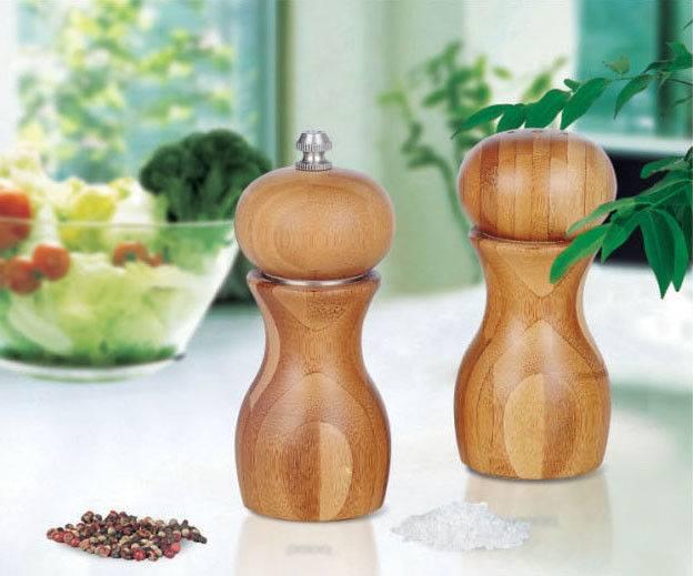 Bamboo pepper grinder and salt shaker set