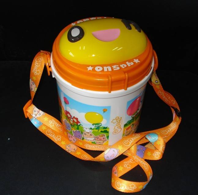 bucket of popcorn packaging