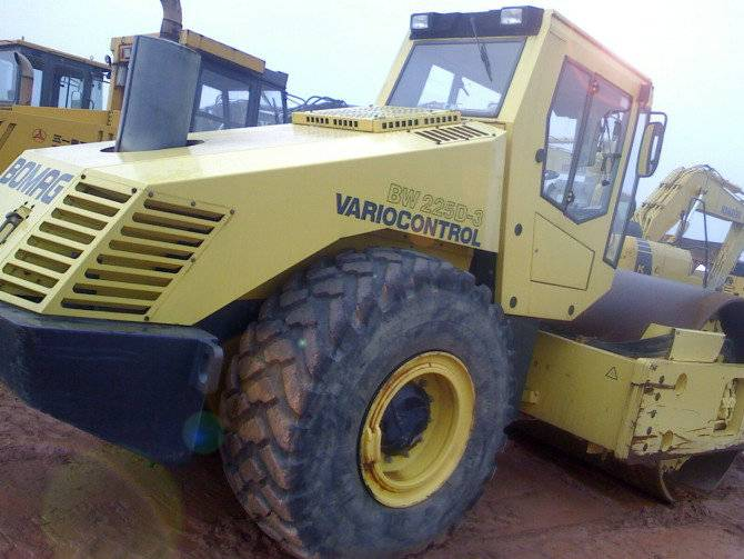 USED ROAD ROLLER BOMAG BW225D-3