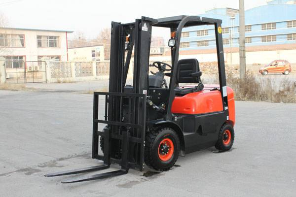 1.8T DIESEL FORKLIFT TRUCK FROM CHINA