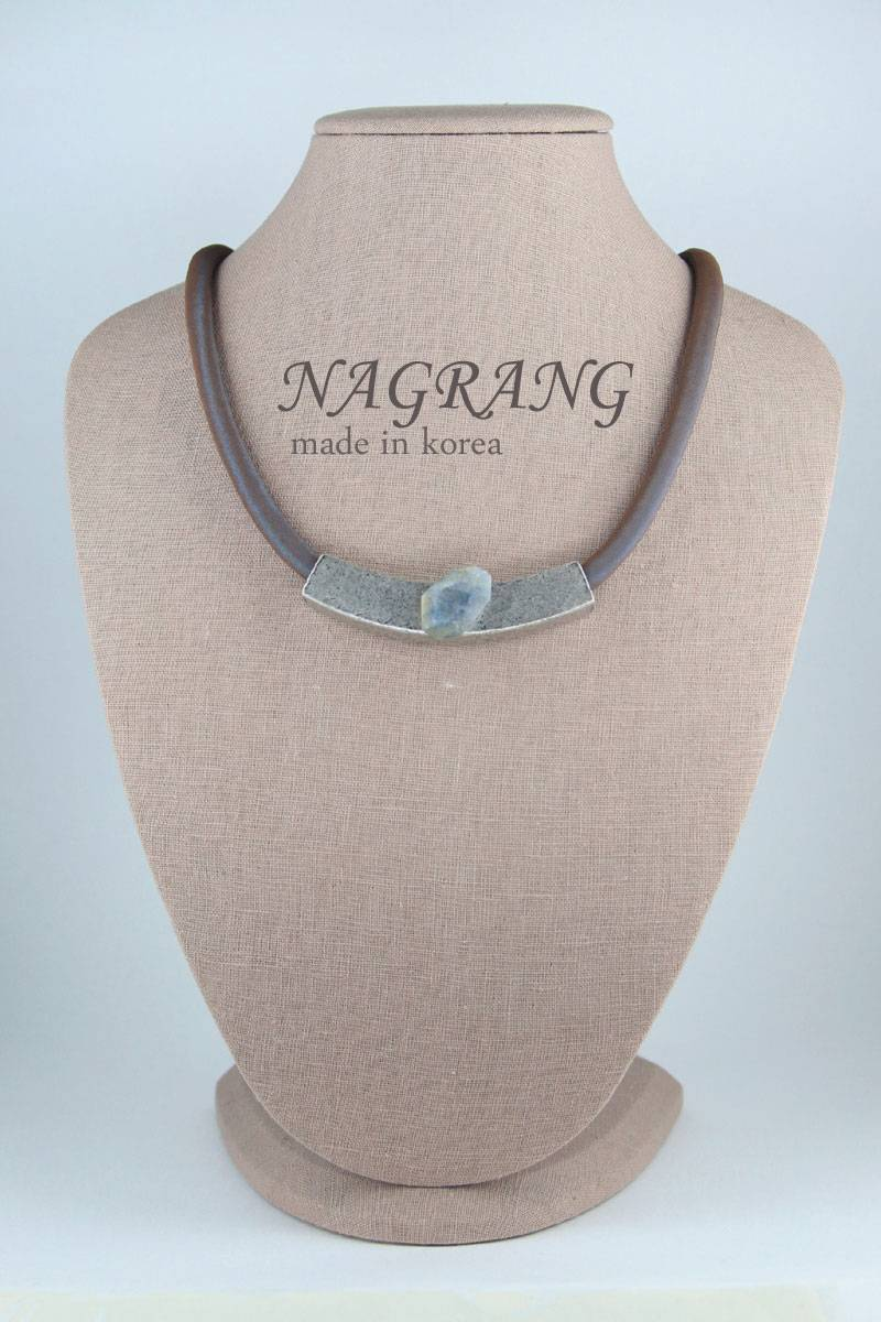 NAGRANG Simple pipe necklace with labradorite
