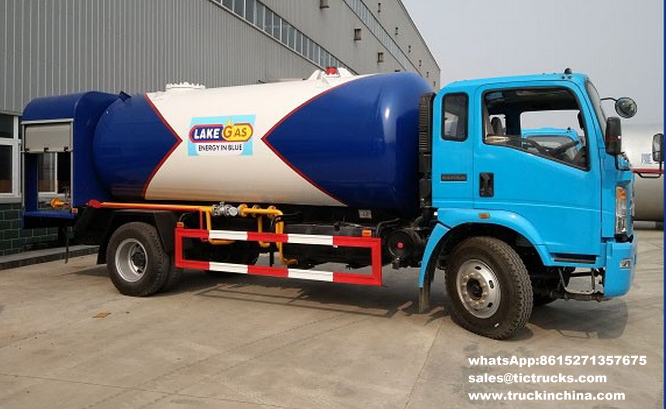 Sinotruk HOWO 4x2 10cbm LPG Bobtail Truck with dispenser tanker truck for sale