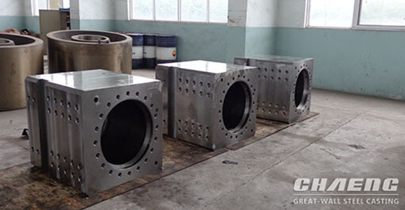 Hydraulic cylinder block for rolling machine
