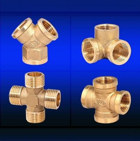 Brass cross fittings for plumb pipes