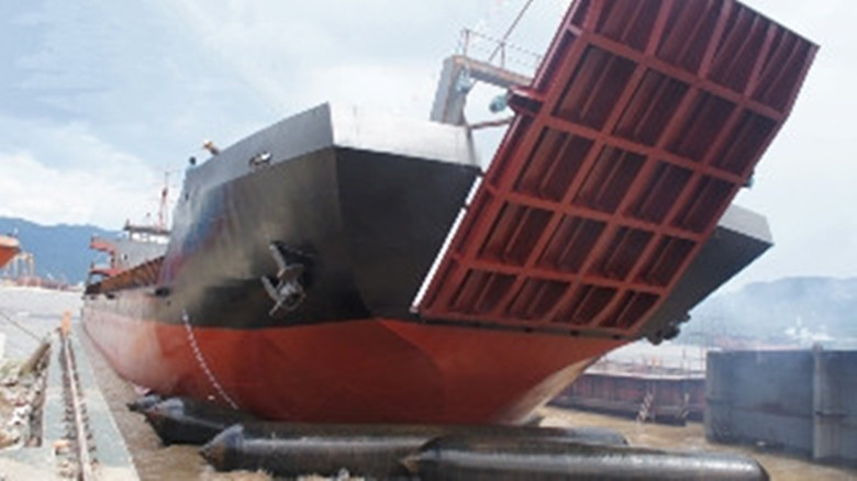 3000 DWT self-propelling barge