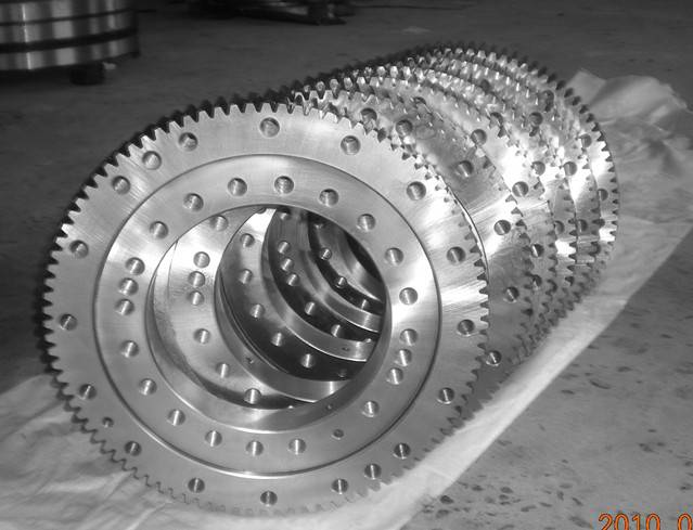 sell large size crane slewing bearing