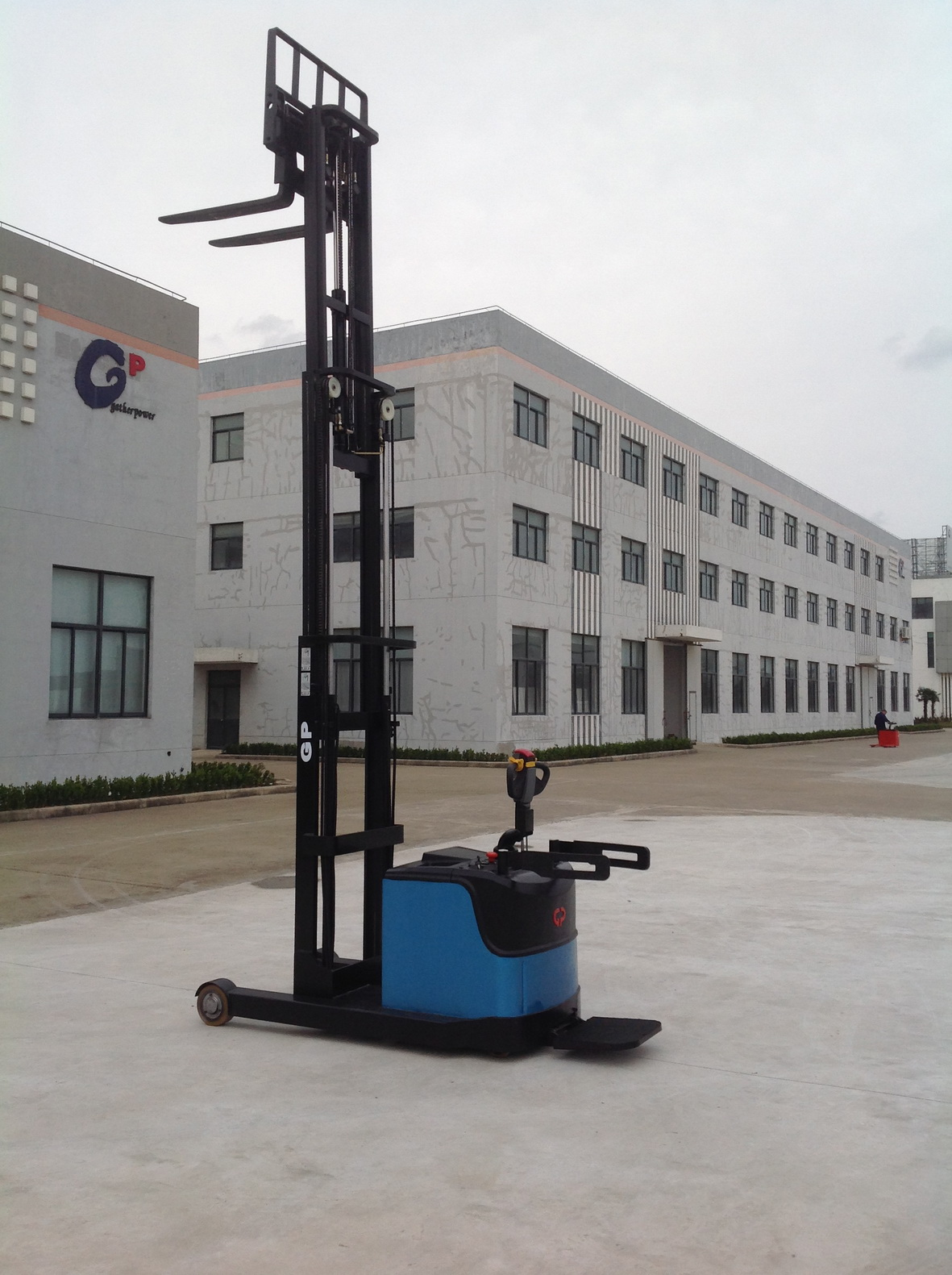 1.2T-1.8T electric reach lift stacker with CE