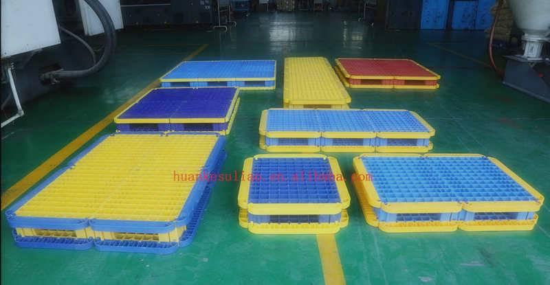 Large, heavy duty plastic pallet in splicing type