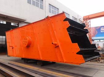 Vibrating screen used in crushing and screening plant