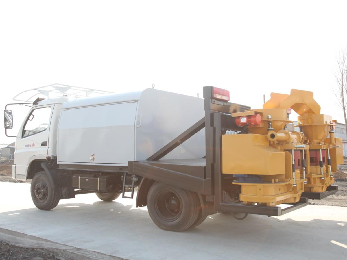 Truck-mounted shotcrete machine with automatic feeding system 7002