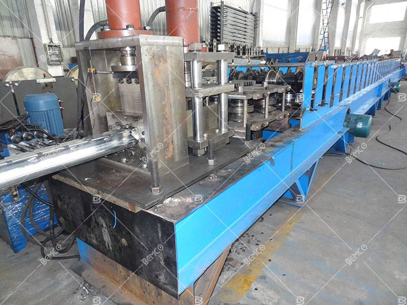 Fence post rail roll forming machine