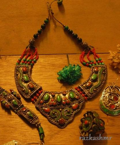 COSTUME JEWELLERIES