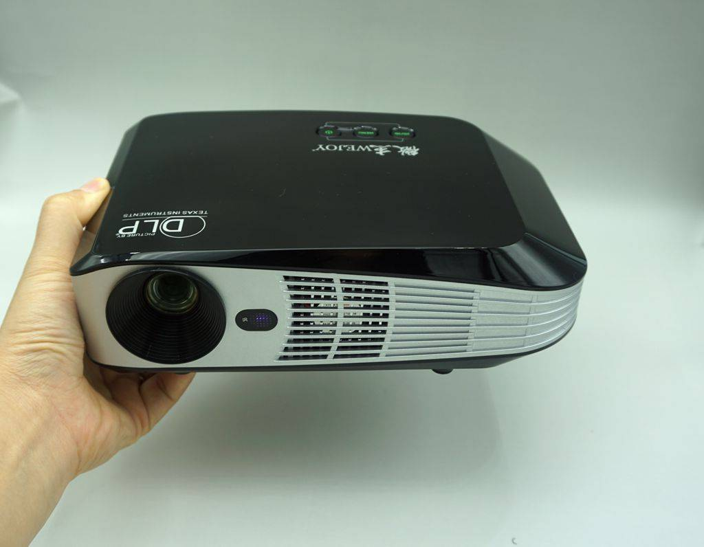 4K 3D HD mini projector enjoy the best vision effect