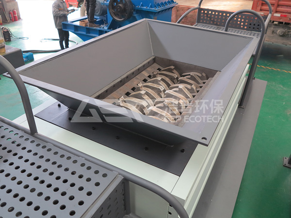 Organic waste shredder, Double-shaft shredder