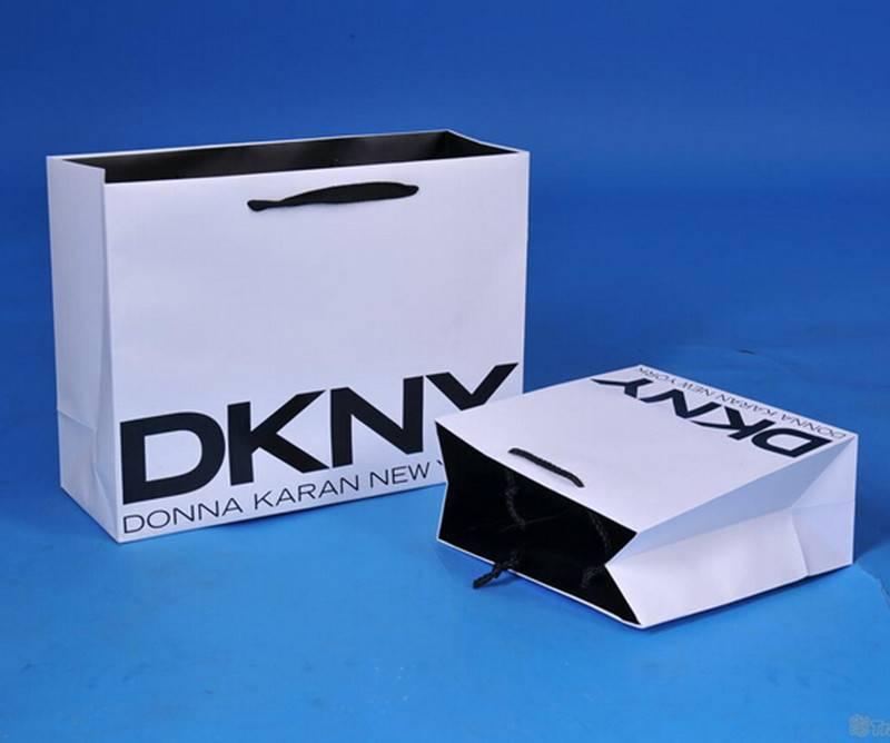 White kraft paper bag for apparel