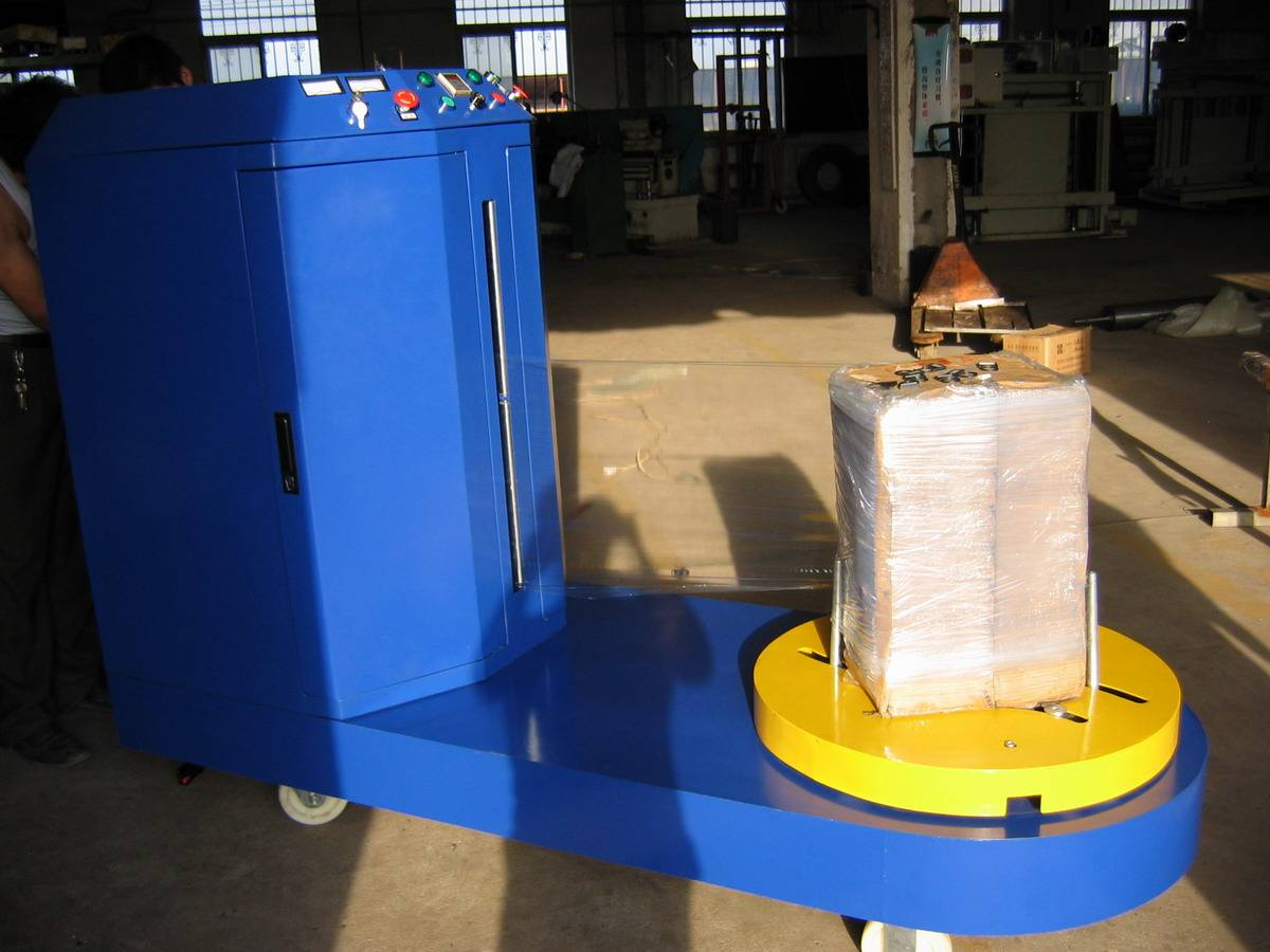 Airport pallet wrapping machine for luggage