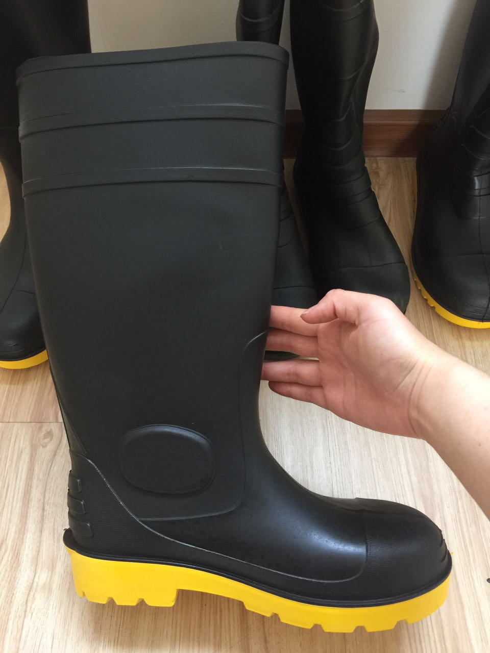 Hot sale China high quality and cheap rain boots pvc safety gum boots