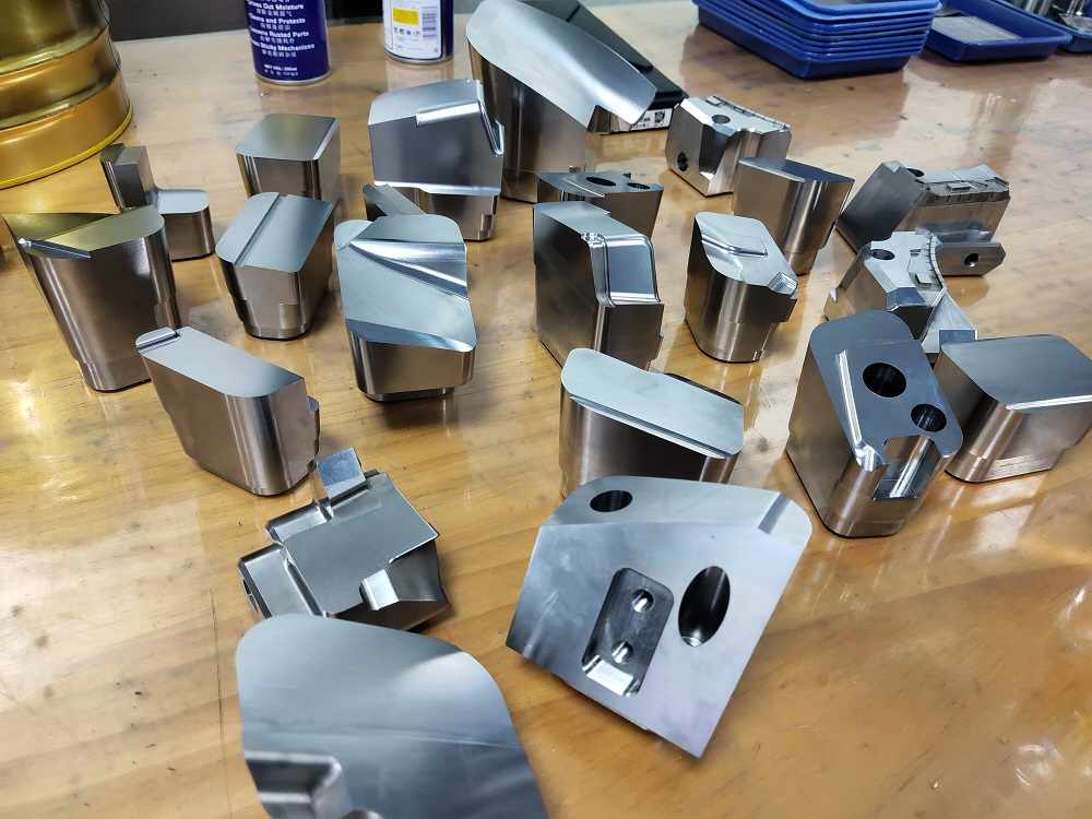 precision mold parts and mold components manufacturer in China