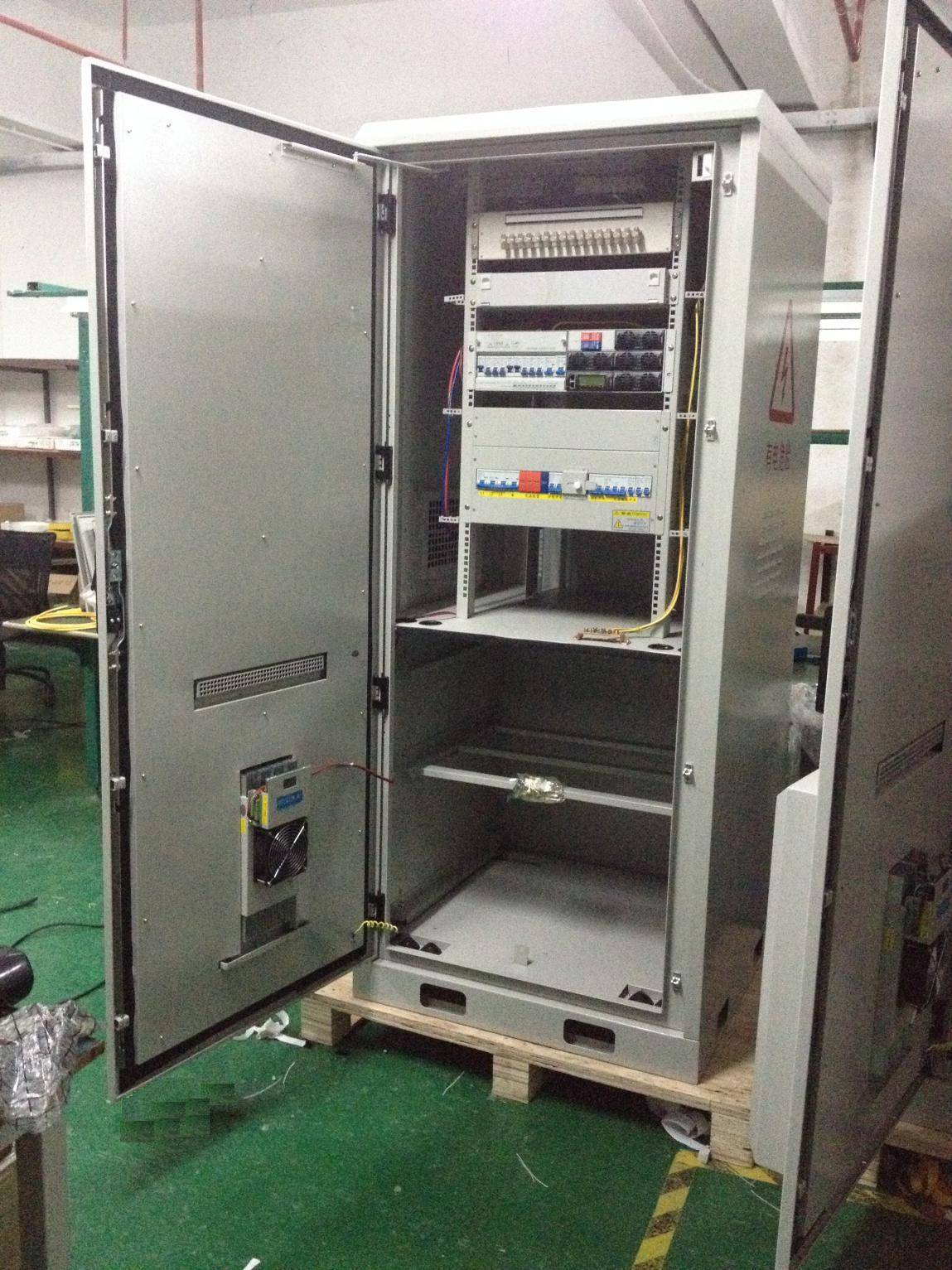DDTE011 Outdoor Telecom Cabinet with Separated Battery Compartment
