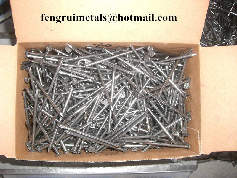 Bright polished common round nails