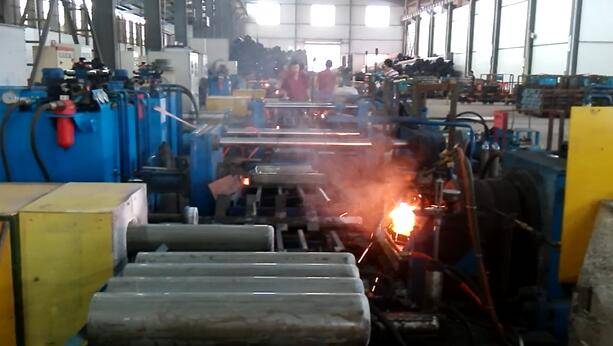 Gas cylinders hydraulic hot spinning and closing machine