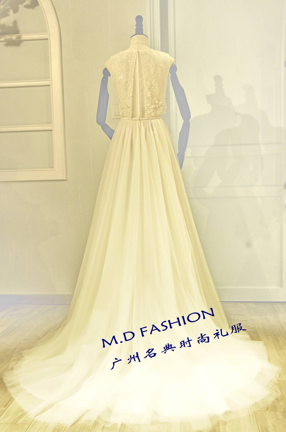 2016 latest simple  fashion Princess Dress Beaded Applique Capelet Sweatheart Wedding Dress