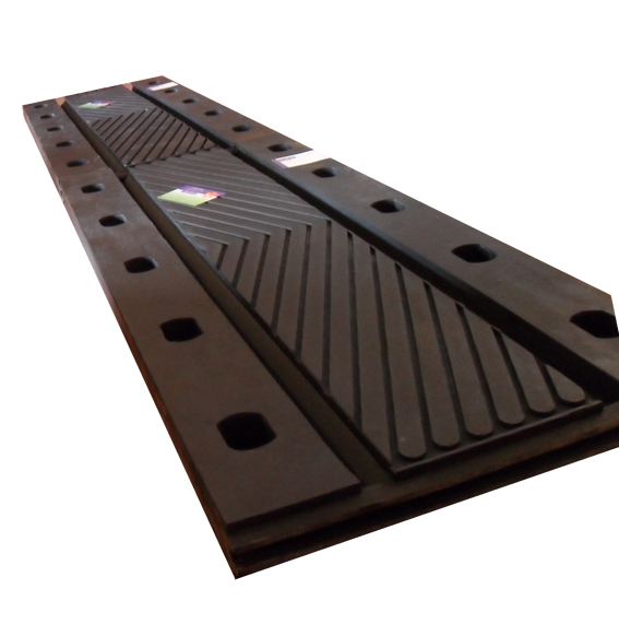 Rubber bridge expansion joint with flanges