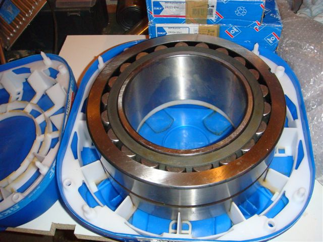 24128 CC/W33 Spherical roller bearing 140x225x85mm