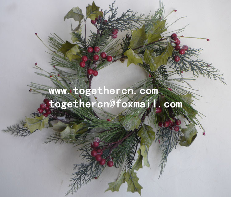 Christmas Wreath Decoration with Pine Cones with red berry