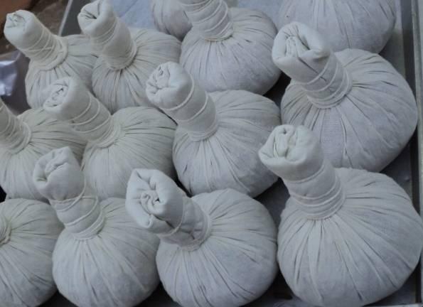 Thai herbal compress balls