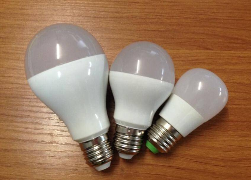 High quality thermal conductive plastic die-casting aluminum 7W led bulb light