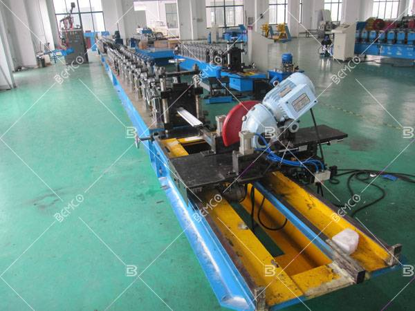 Insulated rolling shutter lath roll forming machine