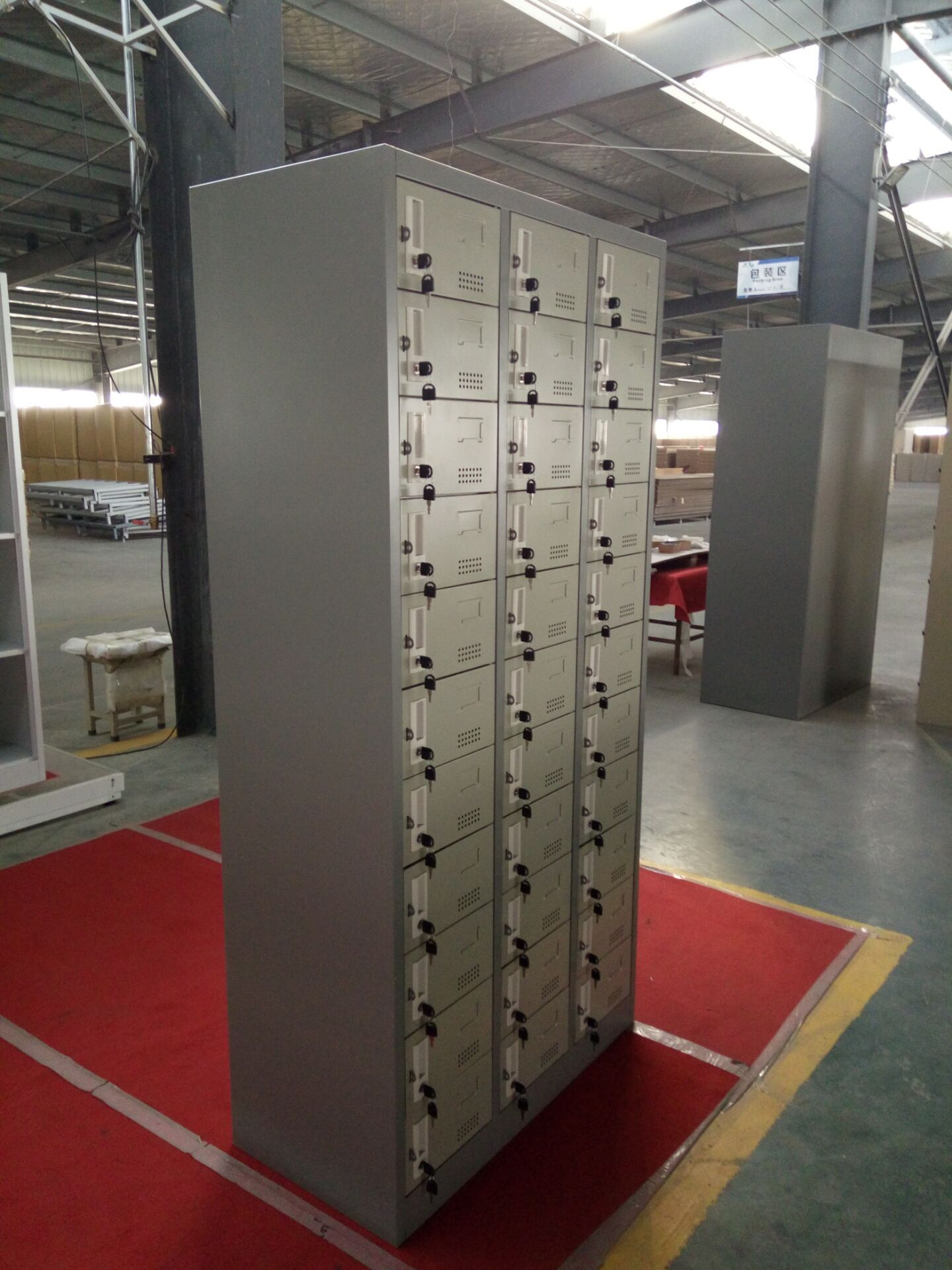 33 doors storage cabinet with electrical lock for supermarket storage