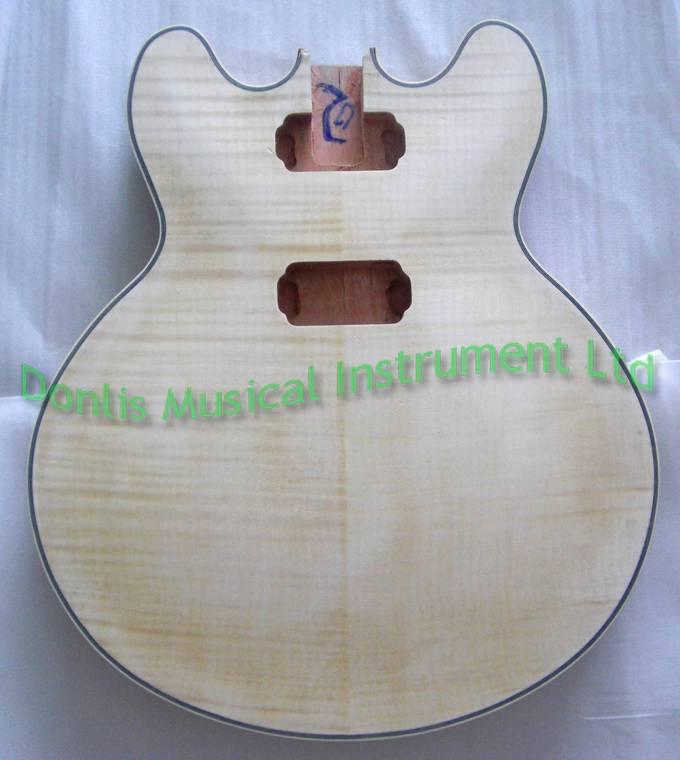 Hollow guitar body