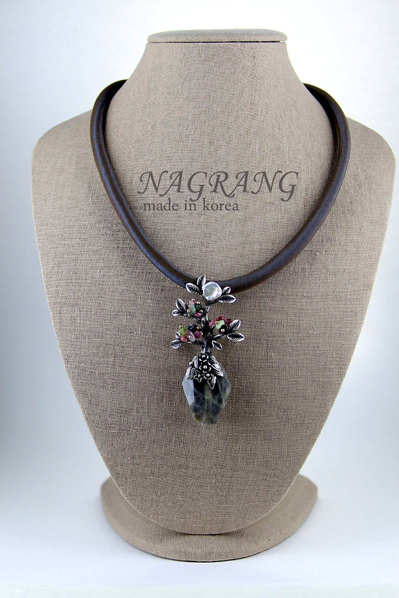 Labradorite and casting brooch with necklace