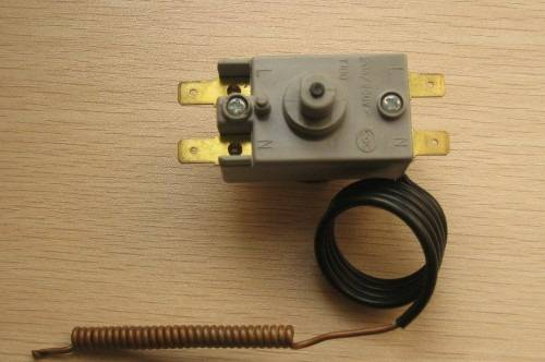 Oven thermostat with ceramic body and metal frame