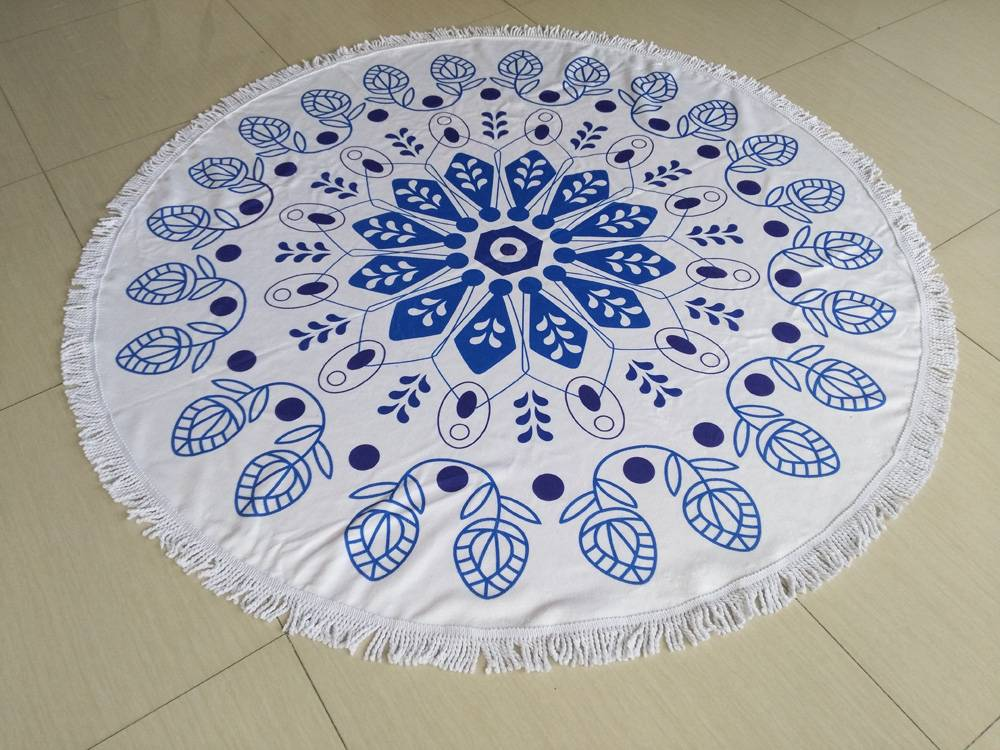 Microfiber round beach towel with tassel