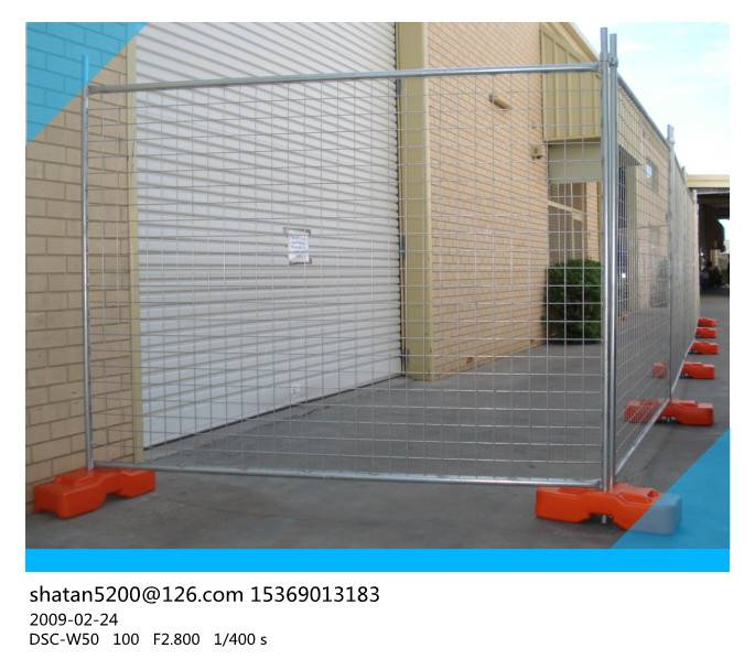 AS 4687 standard 2.4x2.1m galvanized temporary fence with plastic feet and clamp for Australia