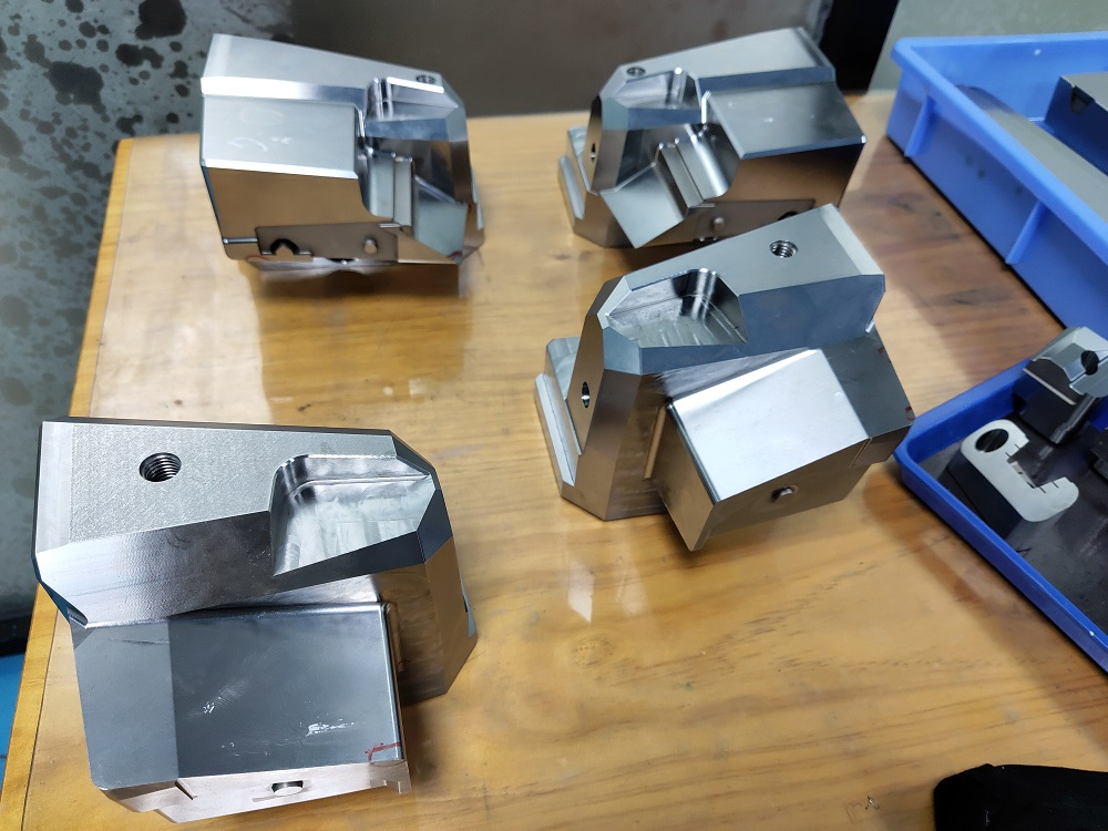 2020 factory of precision mold parts