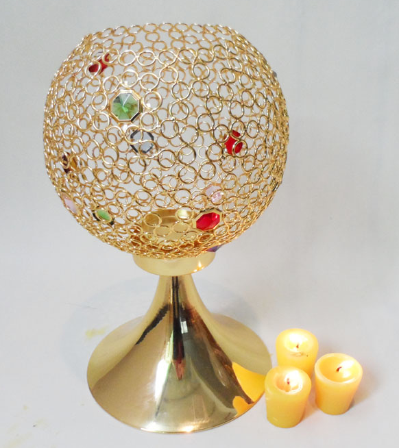 Extravagant High-end Golden round ball metal net candle holder with jewelry