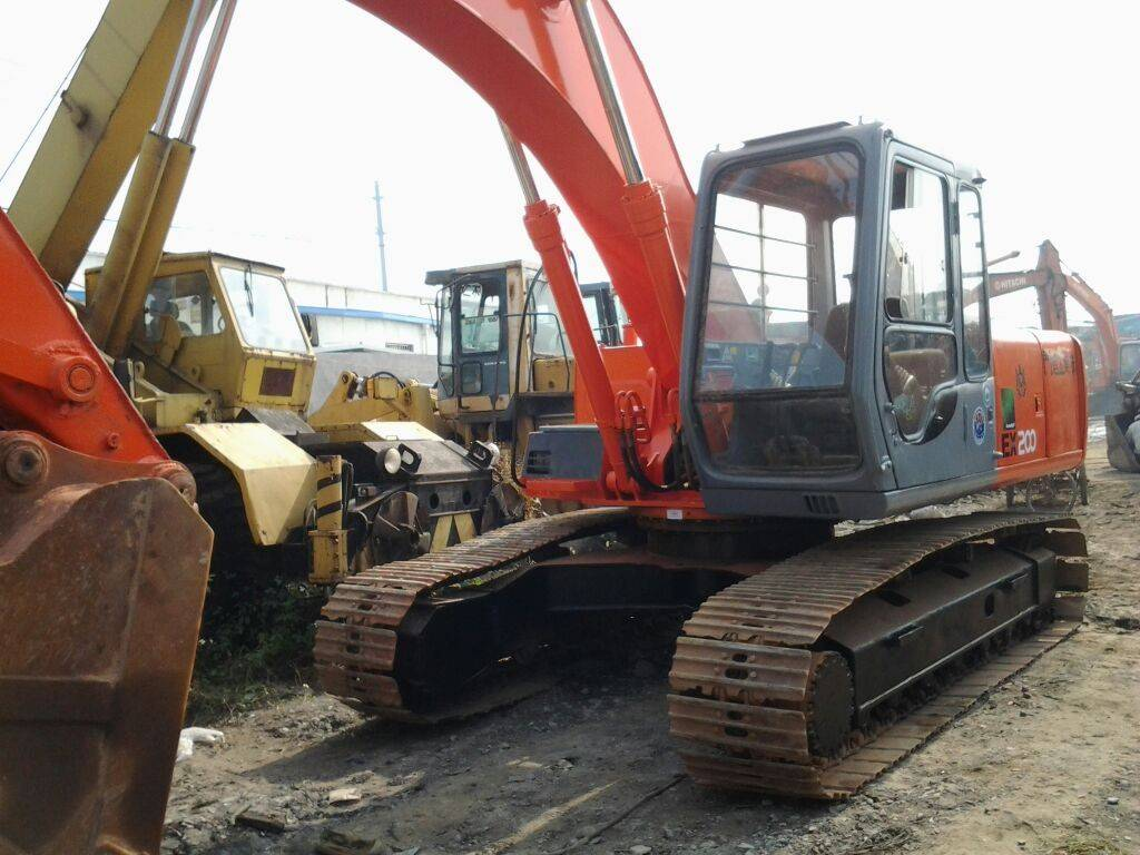 Used Japan Original Hitachin Cheap EX200-5 Crawler Excavator