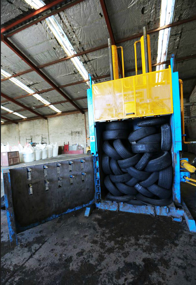 Used Tyre Compress Baling Machine for sale