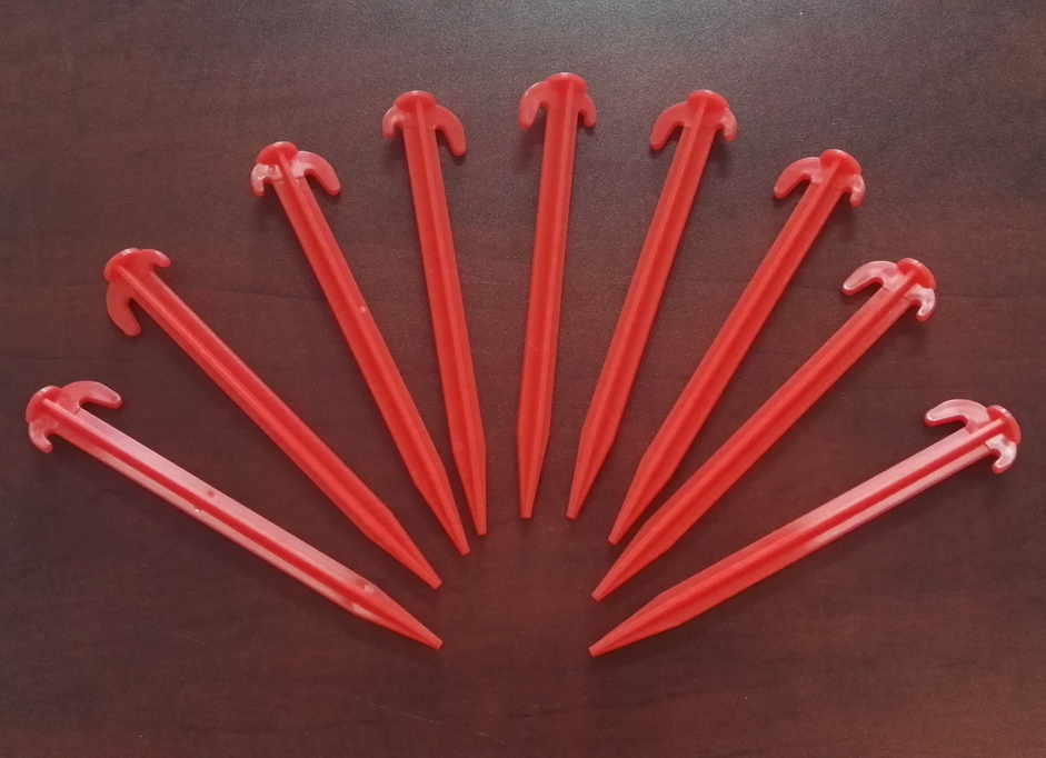 Plastic tent stakes P/N 50625