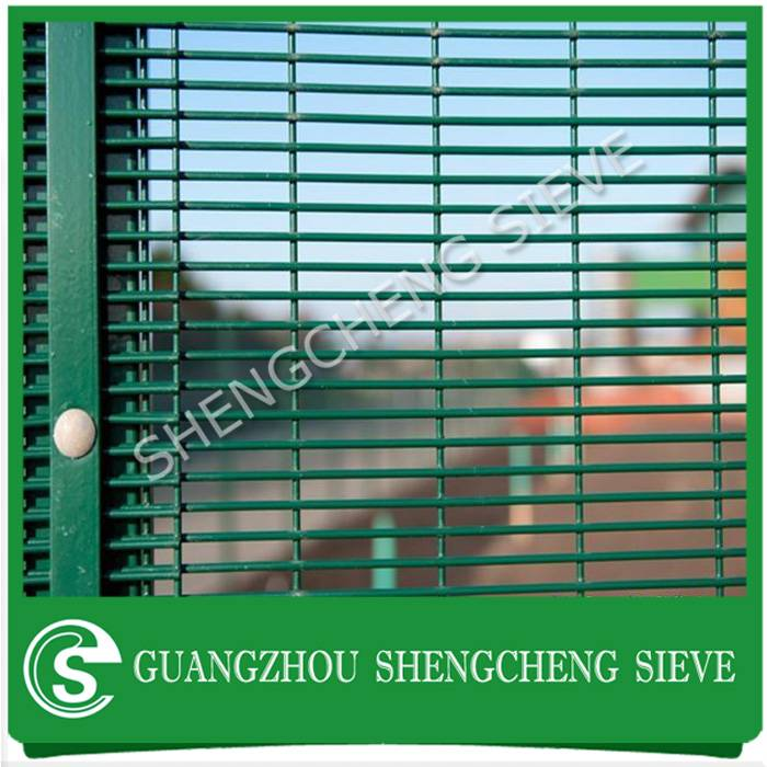 Heavy gauge welded wire outdoor used anti cut anti climb security fencing for Europe